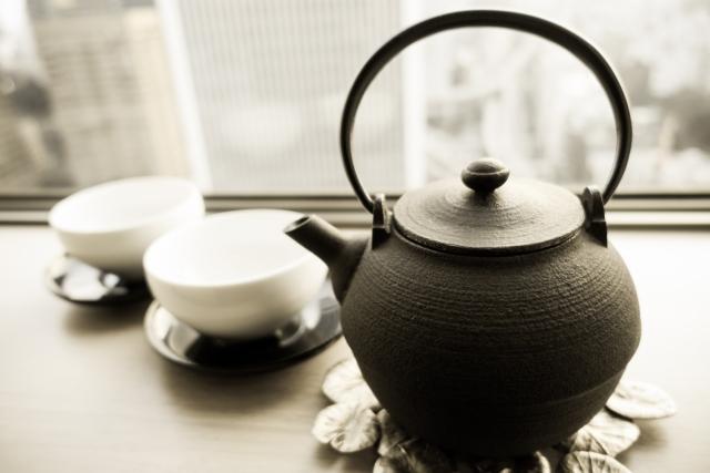 鉄瓶とお茶